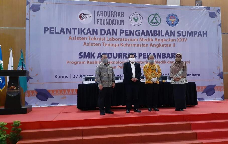 266-berlangsung-khidmat-smk-abdurrab-pekanbaru-menggelar-pelantikan-dan-penyumpahan-asisten-tenaga-kesehatan-dimasa-pandemi