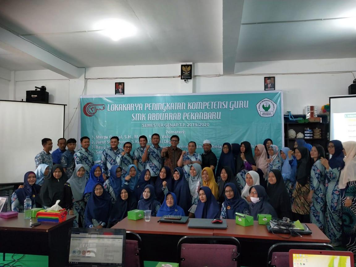49-haus-akan-ilmu-smk-abdurrab-pekanbaru-laksanakan-lokakarya-peningkatan-kompetensi-guru